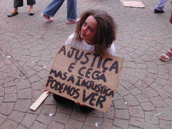justiça é cega, injustiça podemos ver