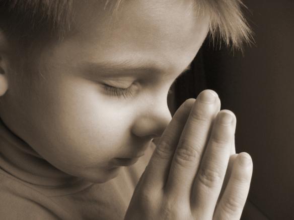 criança orando pai nosso