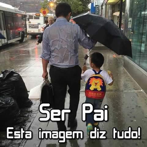 Sempre pronto a levar e buscar o filho na escola, faça chuva ou faça sol